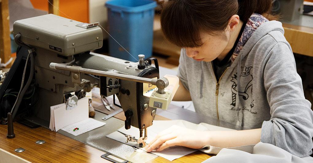 服作りを1から10まで。たった一枚のボトムを生み出す、たくさんの職人技。