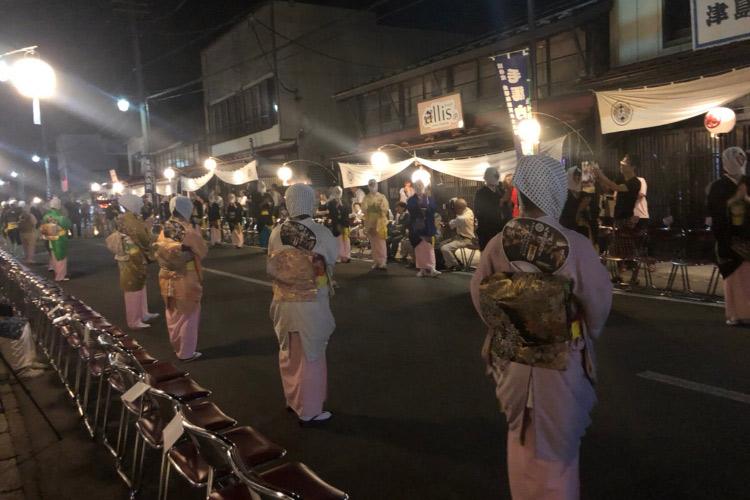 秋田鹿角市にて3日間の「毛馬内盆踊り」が開催されました