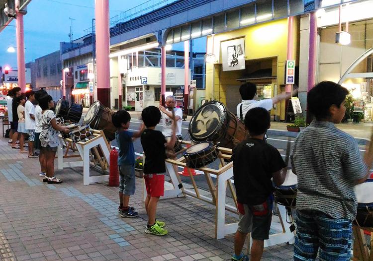 花輪ばやし 商店街での練習風景