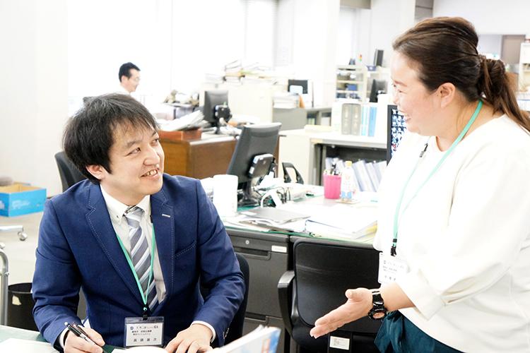 地域おこし協力隊の辞令交付 眞鍋雄次さん 中根さん